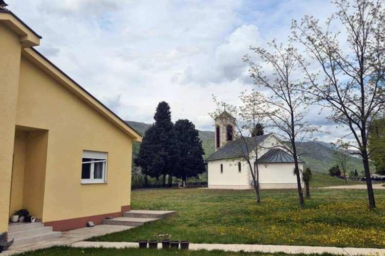 Проваљено у парохијску кућу у Мостару