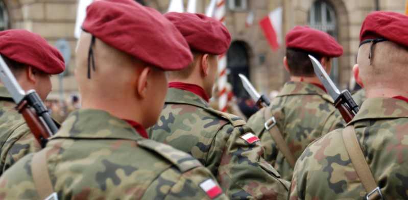 Један број војника задржан је у Пољској због напада на пролазнике и корупције