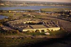 Пентагон у приправности: Полиција убила нападача