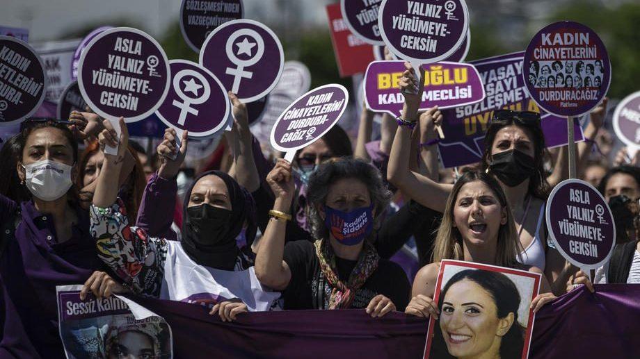 Истанбул: Више од 1.000 жена демонстрирало против повлачења Турске из Истанбулске конвенције о спречавању и борби против насиља над женама и насиља у породици