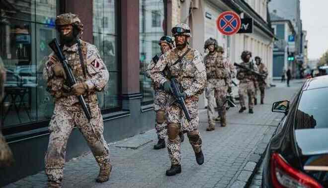 Летонци у шоку! Војне вежбе се одржавају у центру града